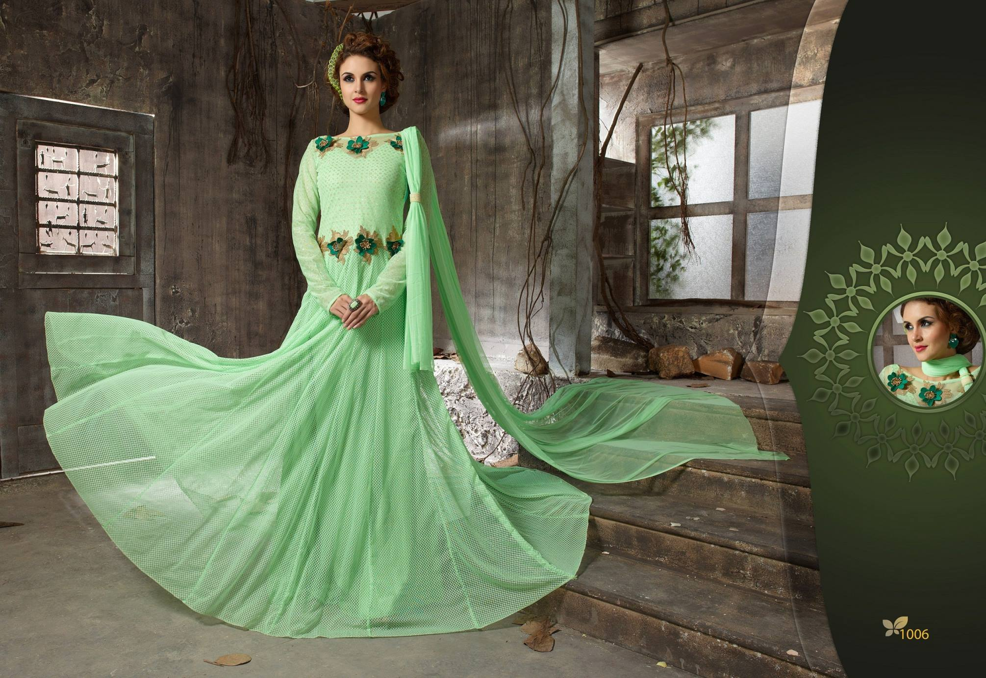 �New Stylist Look Designer Embroidred Light Parrot Gown