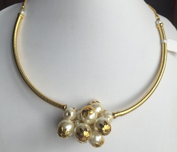 Gold toned pearl cluster chic necklace