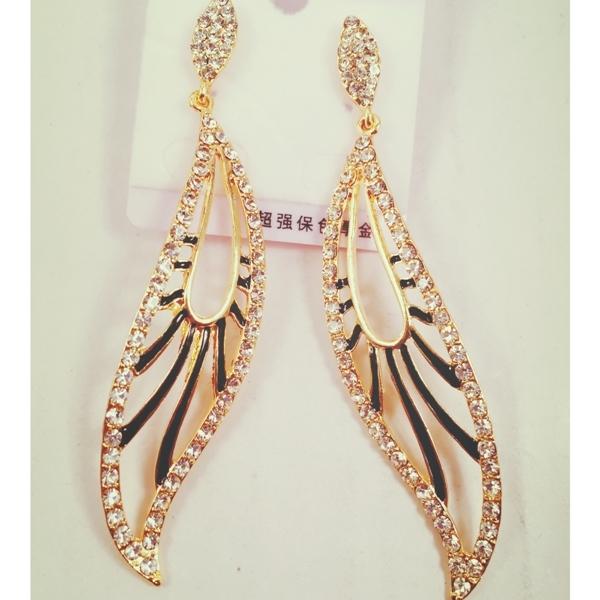 Very chic diamond finish  pair of earrings