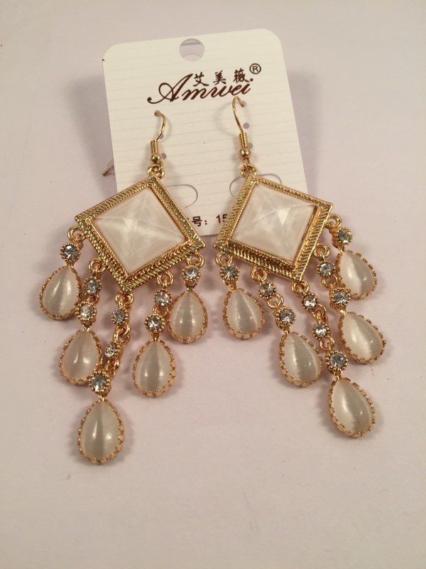 Very elegant and glamorous diamond shaped and hanging pearls shiney earrings