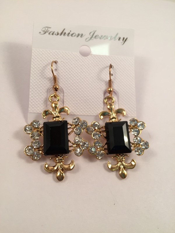 Beautiful traditional earrings with black square rich and shiney look