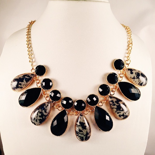 Elegant multi shaped stoned necklace