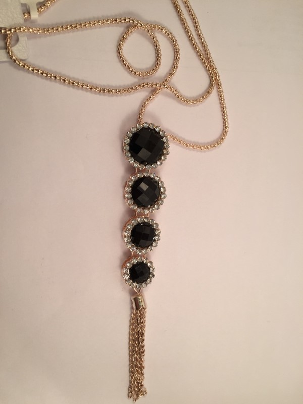 Galmorous and Stylish long chain with black cyrstals with shiney look