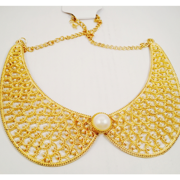 Very chic gold toned and pearl collar necklace