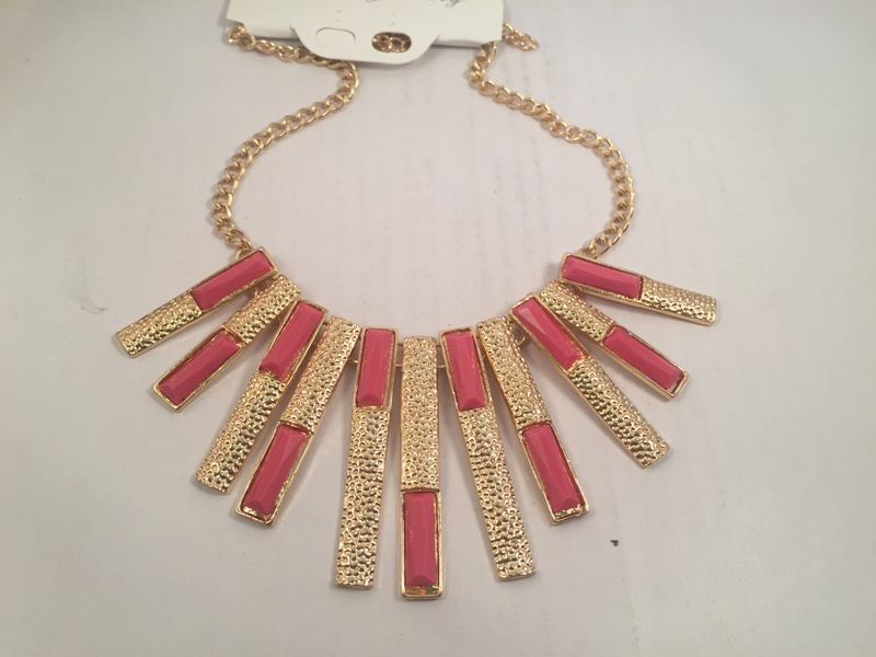 Strip beaded pink and gold toned necklace