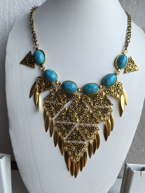 Bohemian Retro style chunky golden toned and blue turqiose vintage necklace