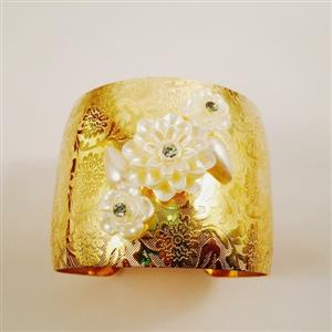 Gold toned cuff bracelet with chic and beautiful pearl flowers