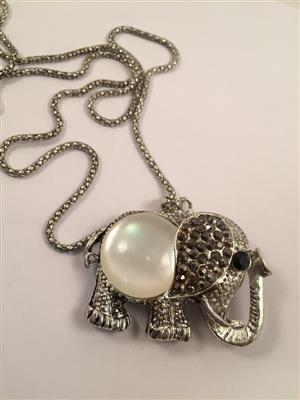 Elephant in antique silver and pearl Galmorous and Stylish long chain