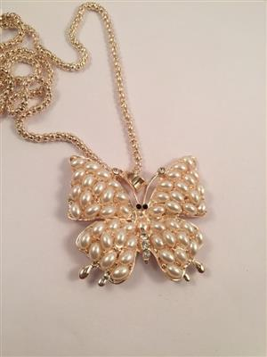Galmorous and Stylish long chain with Butterfly pearl themed pendant