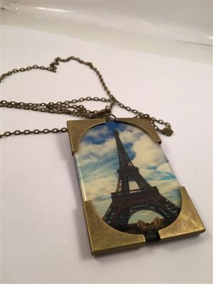 Eiffel tower very trendy long chain