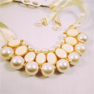Pearl and beaded chic and stylish necklace